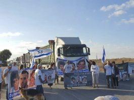 Des colons israéliens bloquent le passage de camions d'aides humanitaires pour Gaza