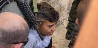 Jérusalem : la police israélienne écrase un enfant pour avoir arboré le drapeau palestinien sur son vélo - VIDEO