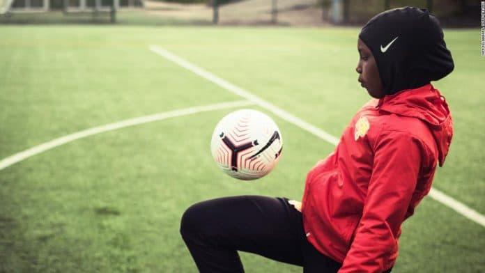 La Ligue nationale de football de Finlande offre des hijabs de sport pour encourager les jeunes musulmanes