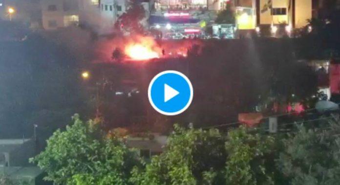 Les colons Israéliens caillassent les Palestiniens et allument des incendies à Sheikh Jarrah - VIDEO