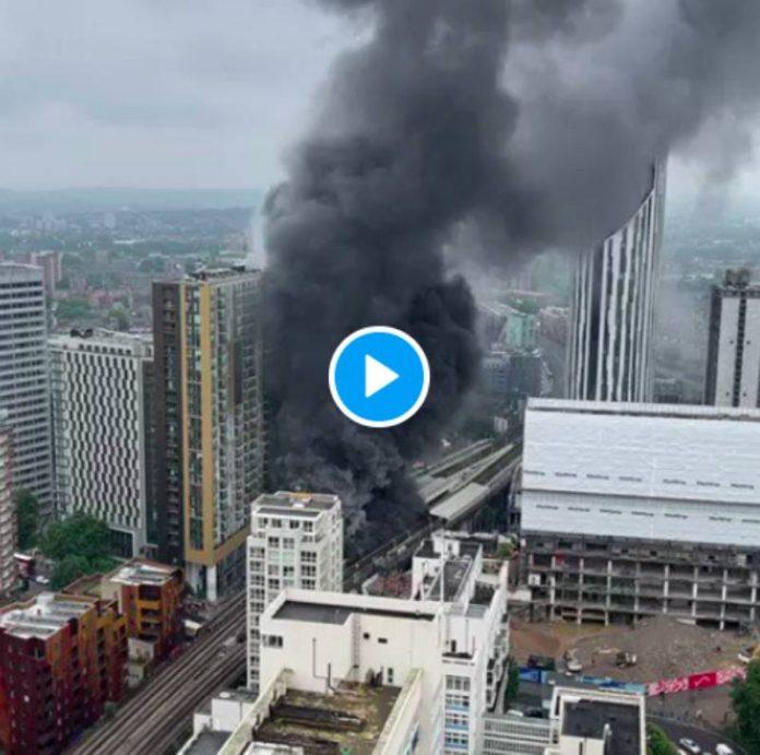 Londres une spectaculaire boule de feu s'échappe du métro - VIDEO