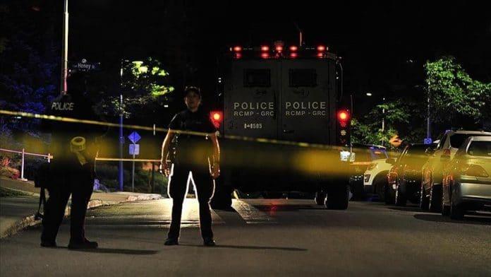 Canada : un homme poursuit une femme musulmane dans un supermarché et menace de la tuer | alNas.fr