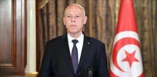 Le président tunisien limoge le Premier ministre, gèle le Parlement et s'octroie le pouvoir exécutif