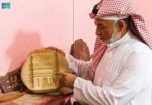 Un sculpteur saoudien passe 8 ans à graver des mots du Coran sur 30 plaques de marbre