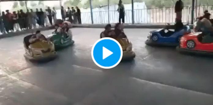 Afghanistan des talibans célèbrent leur victoire sur des autos tamponneuses - VIDEO