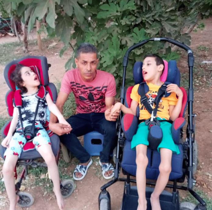 Algérie le père de Redouane et Ritaje atteints de paralysie cérébrale lance un appel à l'aide