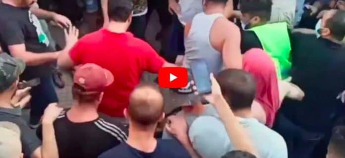 Algérie un pyromane présumé lynché et brûlé vif par la foule - VIDEO