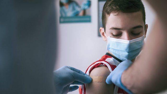 Covid-19 - un garçon de 14 ans développe une myocardite suite à la vaccination, sa mère témoigne