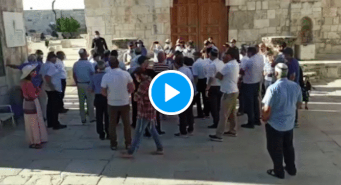 Des centaines de colons israéliens envahissent Al-Aqsa et effectuent des prières talmudiques - VIDEO