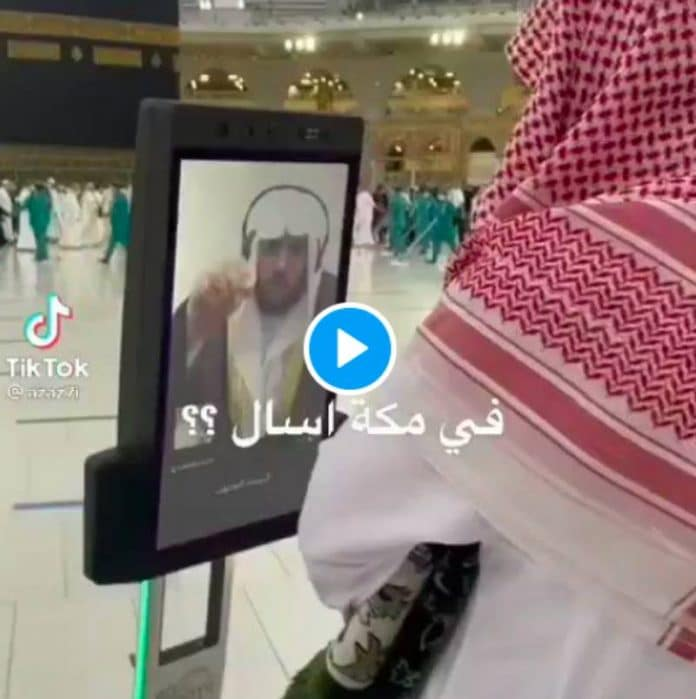 La Mecque : les savants délivrent des Fatawas à travers des écrans mobiles disposés autour de la Kaaba - VIDEO | alNas.fr