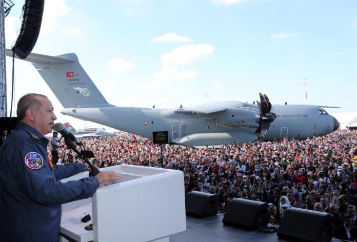 La Turquie fait l'éloge de l'essor de son industrie d'armement lors d'un salon international