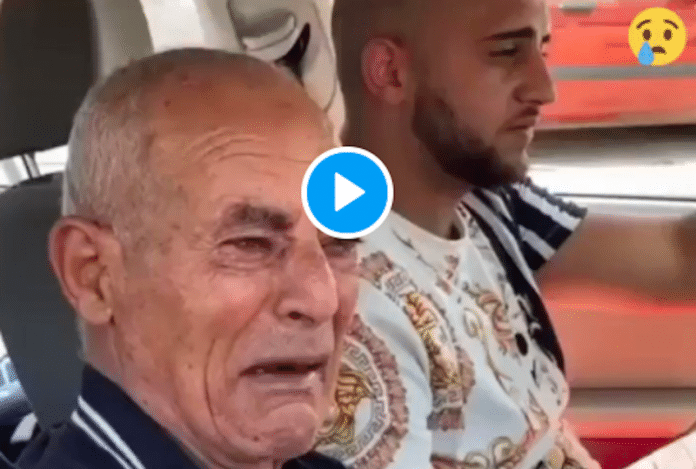 Un vieil homme paralysé pleure en assistant à la démolition forcée de sa maison par Israël - VIDEO