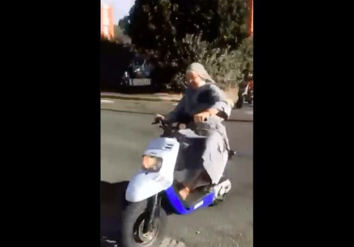 Dreux une bonne soeur fait des rodéos sur un scooter avec des jeunes du quartier - VIDEO
