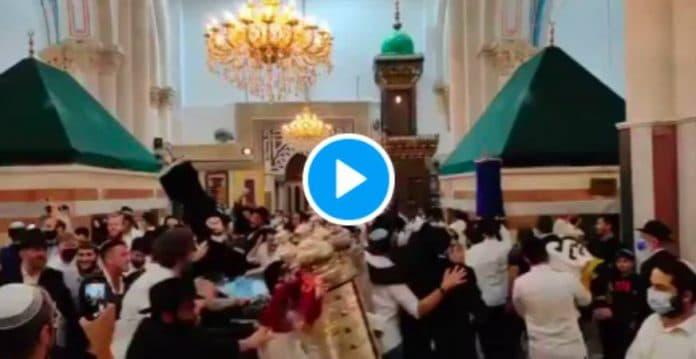 Hébron : des colons israéliens dansent dans la mosquée Al-Ibrahimi - VIDEO