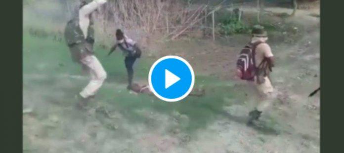 Inde des policiers tirent à bout portant sur un homme musulmane puis le fouettent à mort - VIDEO