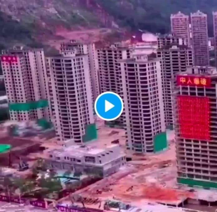 La Chine explose 15 gratte-ciel abandonnés par les promoteurs simultanément - VIDEO (1)