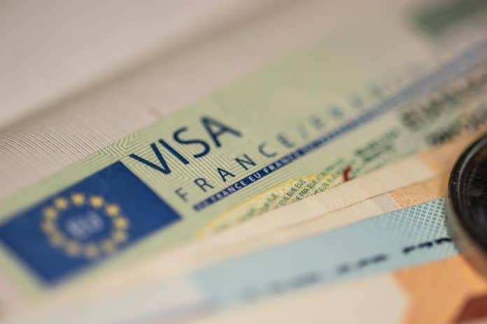 La France restreint l'obtention de visas pour les citoyens provenants du Maroc et de l'Algérie