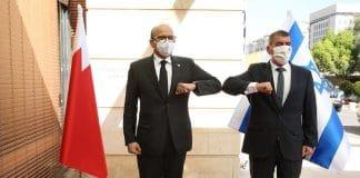 L'ambassadeur de Bahreïn en visite en Israël