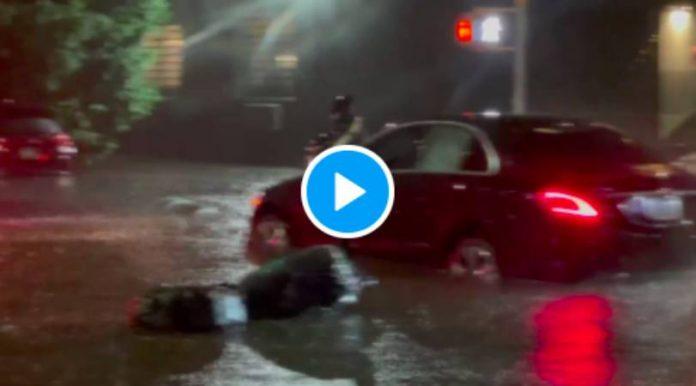 New-York Pendant l'ouragan Ida un livreur risque sa vie pour apporter un repas - VIDEO (2)