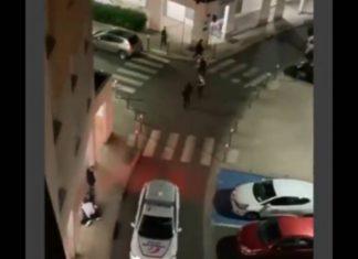 Noisy-le-Grand des policiers portent des coups de pieds et de poings à la tête d'un homme menotté - VIDEO