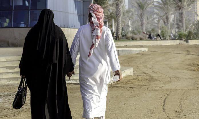 Une Saoudienne demande le divorce affirmant que son mari a caché sa calvitie