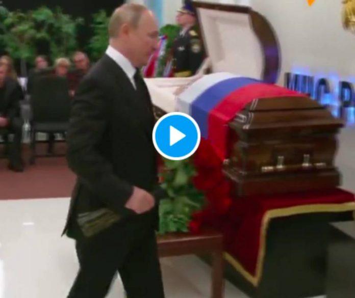 Vladimir Poutine s'effondre en larmes à l'enterrement d'un de ses ministres - VIDEO