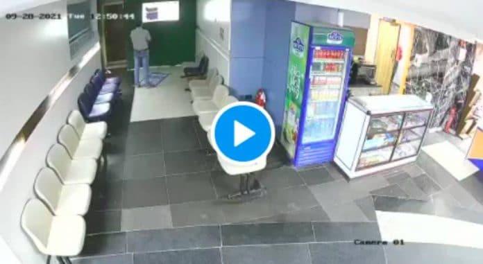 Egypte un jeune homme meurt en pleine prière sur son lieu de travail - VIDEO4
