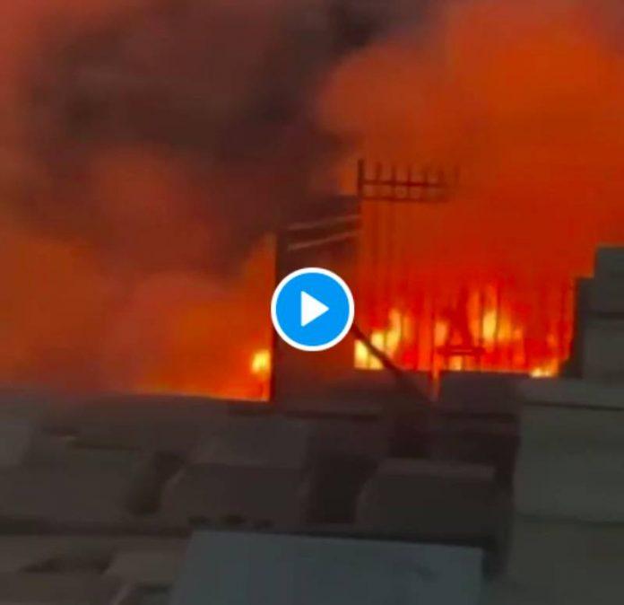 Jérusalem des colons israéliens brûlent le cimetière musulman de Bab el-Rahma - VIDEO