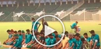 L'équipe pakistanaise de cricket interrompt le match pour accomplir la prière du Maghreb sur le terrain - VIDEO
