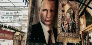 Syrie des tapis de prière à l'effigie de Vladimir Poutine ornent les marchés